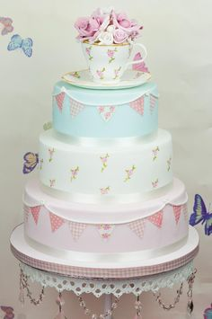 Cute Cath Kidstone Cake! Would be a perfect Graduation cake just add the grad cap to it !