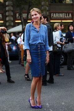 デニムオンデニムも、スカートならすっきりとまとまります。きちんと感さえ感じる、程よいタイト感が素敵。