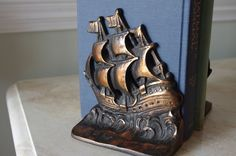 Great way to add a little nautical feel to your home without putting ship wheels and anchors everywhere. ;)