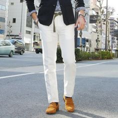 Perfect look for summer: White pants, blue gingham shirt, navy blazer #men #style #fashion