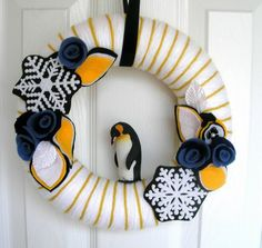 35 Best Winter Wreath Ideas A cute penguin wreath via Etsy. Holiday Wreaths, Holiday Crafts, Holiday Fun, Christmas Decorations, Winter Wreaths, Spring Wreaths, Summer Wreath, Wreath Crafts, Diy Wreath
