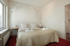 The cosy bedroom of Stayci Royal Loft Apartment in The Hague.