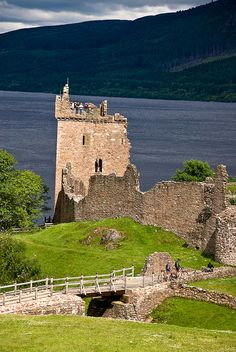 The impressive Urquhart Castle next to the famous Loch Ness, near Drumnadrochit (Scotland). Although much of it is reduced to ruins, they've done an excellent job providing information panels everywhere so you feel right in the middle of the action at this age-old castle that is full of history, fire and battle.
