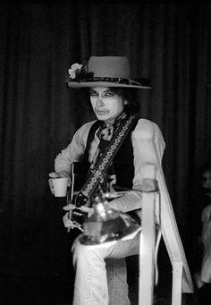 Bob Dylan Gallery — bobdylan-n-jonimitchell:   A Chaplinesque Bob...