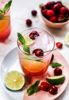 Cherry Drink, Fresh Cherry, The Fresh, Fruity Cocktails, Cocktail Drinks, Cocktail Recipes, Summer Drinks, Fun Drinks, Beverages