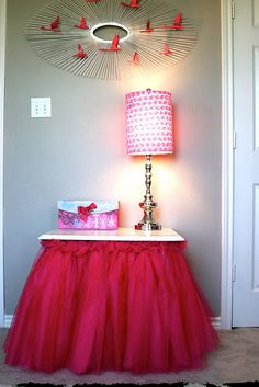 Tulle Table.  @Rachael Turner- this reminds me of your girls :)  little princesses!