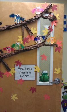Ma future porte de classe :-D ~ Handprint & feather owl door display-cute! Owl Classroom Decor, Classroom Door, Classroom Design, Classroom Displays, Classroom Themes, Circus Classroom, Seasonal Classrooms, Owl Door, School Doors