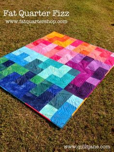 Fat Quarter Fizz  - a free quilt pattern from Fat Quarter Shop, like the quilting on this