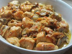 Η συνταγή αυτή δεν έχει προηγούμενο! Απίστευτο ζουμερό κοτόπουλο άριστα συνδυασμένο με τα λαχανικά και την κρέμα γάλακτος! ΥΛΙΚΑ 2 Μεγάλα φιλέτα κοτόπουλου 1 κουτί φρέσκα μανιτάρια 2 μεγάλα κρεμμύδια 1 καρότο στο χοντρό του τρίφτη 1-2 σκελίδες σκόρδο 1 φλιτζάνι του τσαγιού κρασί λευκό 4 κουταλιές της σούπας κρέμα γάλακτος 4 κουταλιές τις σούπας … Low Sodium Recipes, Eat Right, Greek Recipes, Kung Pao Chicken, Love Food, Shrimp, Chicken Recipes, Food Porn, Food And Drink
