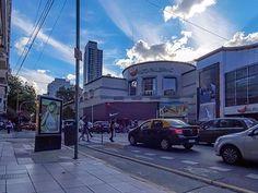 Nubes en lo alto.El Shopping Alto Palermo bajo nubes.Buenos Aires,Argentina.#fotos,#fotografias,#fotoscallejeras,#paisajeurbano,#ciudad,#buenosaires,#potos,#photography,#streetphotography,Cityscape,#urbancityscape,#fotografos_argentina ,@fotografos_argentina ,@worldphotoorg ,@fotossinporque.😎😀👍