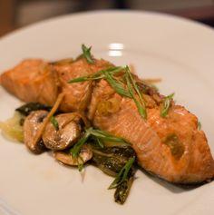 Asian-Marinated Salmon en Papillote #gfree #healthy #recipe