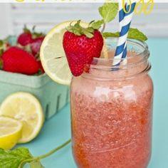 Strawberry Mint Lemonade Fizz ...looks like the perfect summer drink!