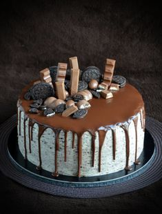Oreo torta csurgatva - nagyon hedonistán Oreos, Sweets Recipes, Cake Recipes, Disney Drinks, Chocolate Desserts, Cake Cookies, Cake Decorating, Food And Drink, Baking