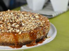 Pastel Imposible de Cajeta | Este es un clásico de la pastelería, imposiblemente delicioso con un cremosito flan y un rico pastel de chocolate. El pastel imposible de cajeta es muy fácil de cocinar y con un sabor incomparable. ¡Pruébalo!