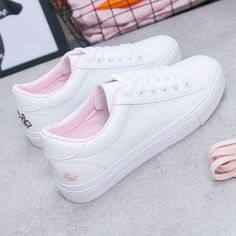 Womens Fashion Sneakers, Womens Flats, Fashion Shoes, Sneakers Women, White Sneakers, Leather Sneakers, Student Flats, Moda Sneakers, Vetement Fashion