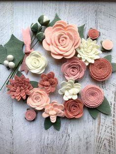 Felt Flower Wreaths, Felt Wreath, Felt Garland, Diy Garland, Felt Roses, Felt Flowers, Fabric Flowers, Button Flowers, Paper Flowers