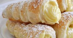 Cooking with Manuela: Italian Cream Stuffed Cannoncini (Puff Pastry Horns) Puff Pastry Desserts, Frozen Puff Pastry, Puff Pastry Recipes, Italian Cookie Recipes, Italian Desserts, Cannoli Recipe, Cake Recipes, Dessert Recipes, Dessert Ideas