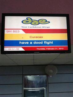 Als je al vliegangst had, wordt het er met dit bord zeker niet beter op... - Taalvoutjes