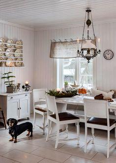 6 tips för mysig adventsstämning – som varar hela december – Hus & Hem Dining Room, Dining Table, B & B, December, Furniture, Home Decor, Decoration Home, Room Decor, Dinner Table