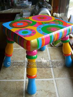 Tiffany's Garden Paper Crafts, Digital Stamps, Hand Made Cards, Country Living: I painted this stool!