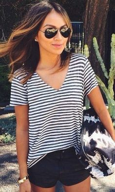 Wheretoget - Black & white V-neck striped tee-short, black denim shorts, gold bracelet, tie-die black & white tote bag, and black sunglasses