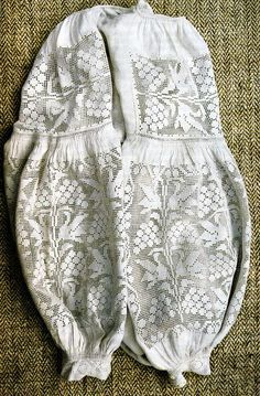 Folk Embroidery, Embroidery Fashion, Modern Embroidery, Cross Stitch Embroidery, Ukrainian Dress, Ukrainian Art, Folk Fashion, Embroidered Clothes, Crochet Blouse