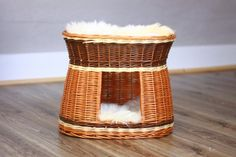 ***BEAUTIFUL WICKER HANDMADE CAT HOUSE***  WITH GENUINE REAL NATURAL MOUNTAIN SHEEPSKIN INSIDE!   High: 42CM wide: 53CM Long: 40CM Strong and