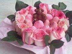 Celebra el día de las madres SORPRENDELA con este arreglo freisal de 12 fresas decoradas y doce rosas a tan solo $50.000.