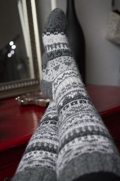 Crochet Socks, Knitting Socks, Knit Crochet, Icelandic Sweaters, Knitting Charts, Knee Socks, Mittens, Diy And Crafts, Wool Hats