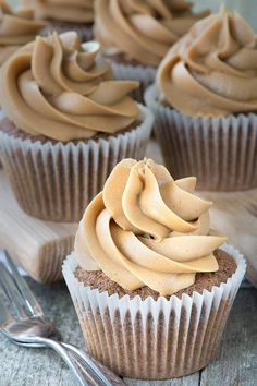 Delicious coffee cupcakes that are easy to make and packed full of coffee flavour. Perfect topped with coffee buttercream. Delicious coffee cupcakes that are easy to make and packed full of coffee flavour. Perfect topped with coffee buttercream. Cupcake Flavors, Cupcake Recipes, Baking Recipes, Cupcake Cakes, Dessert Recipes, Fruit Cupcakes, Coffee Icing, Coffee Dessert, Coffee Cake