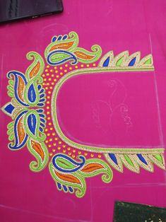 Embroidery Designs Free Download, Embroidery Neck Designs, Hand Work Embroidery, Applique Designs, Cutwork Blouse Designs, Simple Blouse Designs, Bridal Blouse Designs, Mango Flower, Big Rangoli Designs