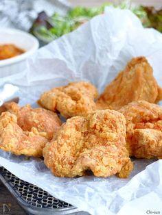 フライパン揚げでOK! むしろフライパン向きです! 鶏胸1枚で5~6個できちゃいます。 ザクッとスパイシーで大満足のフライドチキンです(^^)