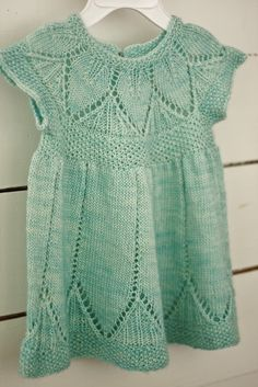 Beautiful knitted baby dress - wish I could knit! Knitting For Kids, Baby Knitting Patterns, Baby Patterns, Free Knitting, Crochet Pattern, Knit Baby Dress, Knitted Baby Clothes, Vestidos Bebe Crochet, Crochet Baby
