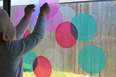 How we montessori: Window colour circles Montessori Toddler, Montessori Activities, Craft Activities For Kids, Toddler Activities, Crafts For Kids, Arts And Crafts, Montessori Color, Window Clings, Window Art