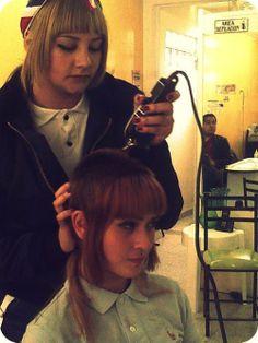 Red byrd gets a cut Chica Skinhead, Skinhead Reggae, Skinhead Girl, Skinhead Fashion, Girl Haircuts, Hairstyles With Bangs, Chelsea Cut, Female Mohawk, Dr. Martens