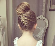 Upside Down Braided Bun | 7 Prettiest Hairstyles for Flower Girls | Wedding Checklists