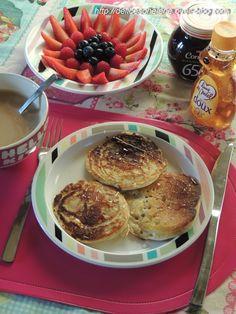 Pour le petit déjeuner, je suis assez classique, non pas que je manque de temps car si je le voulais, rien qu'en me levant un petit peu plus tôt, je pourrais prendre le temps de me concocter de délicieux petits déjeuner. C'est juste que très souvent,... Crumpets, Menu, Breakfast, Desserts, Food, Sweet Recipes, Cooker Recipes, Healthy Eating Recipes, Healthy Recipes