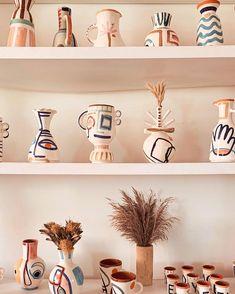 boho ceramics and painted vases. Ceramic Decor, Ceramic Clay, Ceramic Vase, Ceramic Pottery, Pottery Painting, Ceramic Painting, Painted Plant Pots, Painted Vases, Objet Deco Design