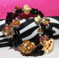 Looking for a fast gift to make?  How about Jesse James Beads strung onto memory wire?  We've got the bead mixes ready!