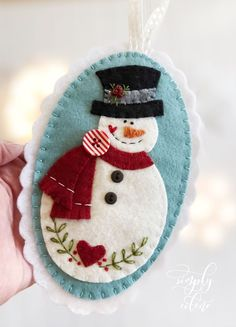 PATTERN Felt snowman and Gingerbread Christmas ornament, christmas tree decorations diy, PATTERN Felt snowman and Gingerbread Christmas decoration, christmas tree decorations diy Felt Christmas decoration sample. Felt Christmas Decorations, Christmas Ornaments To Make, Christmas Sewing, Christmas Projects, Handmade Christmas, Holiday Crafts, Christmas Crafts, Christmas Patterns, Felt Projects