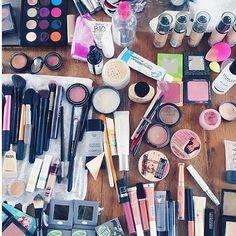 We  #makeupmess!  @alishabanana #makeup #makeuprevue #mkp #instamakeup #instabeauty #universodamaquiagem_oficial #makeupaddict #maquiagem #wakeupandmakeup
