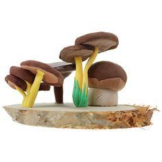 Silkkimassasta voit valmistaa erilaisia sieniä. Katso mallia vaikkapa sienikirjasta.