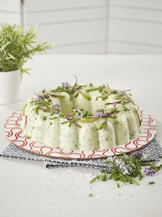 Tupperware - Cucumber and Cottage Cheese Mould Braai Recipes, Cooking Recipes, Keto Recipes, Mouse Recipes, Cottage Cheese Salad, Kos, Cheese Mold, Apple Crumble Recipe, Tupperware Recipes