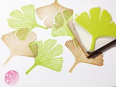 *ginkgo leaf stamp/ leaf hand carved rubber stamp.  ginkgo leaf is lovely green in summer. it turns into beautiful yellow in autumn. there is a 5