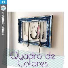 A moldura com ganchos virou um organizador de colares lindo e superprático. #Repost @blogmaonacasa . Mande para a gente fotos da sua casa, é só colocar a hashtag #decorarmaispormenos