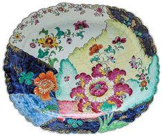 Grande travessa de borda recortada em porcelana Companh..