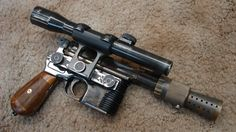 How Obsessive Fans Built a Better Han Solo Blaster - Tested. This is epically epic Star Wars Guns, Star Wars Art, Star Trek, Han Solo Blaster, Blaster Star Wars, Han Solo Costume, Steampunk, Star Wars Han Solo, Sci Fi Weapons