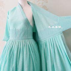 안녕하세요^^ (무더위를 잠시 잊게 해줄!^^;;) 천의무봉의 소식을 전해드립니다^^ 드디어 오랜 도전 끝에 ... Motif Kimono, Model Kebaya, Modern Hanbok, Korean Design, Kimono Dress, Hanfu, Korean Fashion, Nice Dresses, Tulle