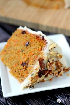 Slow Cooker Carrot Cake with Cream Cheese Frosting Recipe| Yes, you can make cake in your Crock Pot! Slow cooker cakes are never dry and so easy to make! See more Slow Cooker Recipes on TodaysCreativeLife.com
