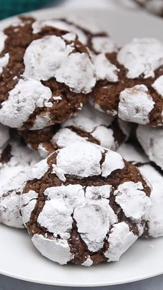 This Chocolate Crinkle Cookies recipe is a holiday family favorite- they're deliciously chewy, chocolate cookies that are super easy to make and a definite crowd-pleaser! food and drinks Chocolate Crinkle Cookies Chocolate Crinkle Cookies, Chocolate Cookie Recipes, Easy Cookie Recipes, Sweet Recipes, Baking Recipes, Chocolate Christmas Cookies, Easy Recipes, Brownie Cookies, Chocolate Crinkles Recipe Filipino